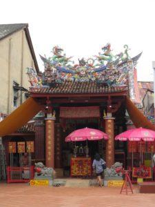 華族の文化が混じる寺院