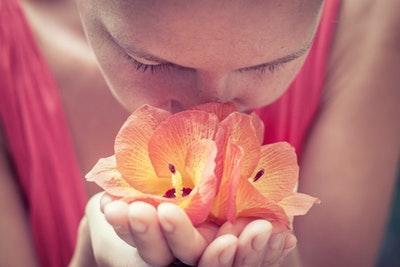【研究結果】アロママッサージがうつ症状軽減、認知機能改善に効果